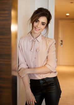 Lily Collins. where she is, that's where I wunna be ❤ More