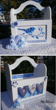 otra idea bonita en color azul para decorar una caja de fresas.