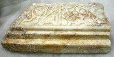 6.- Una de las actividades, que contribuye al auge de la economía en este periodo histórico (955-1147), va a ser la artesanía del marmol procedente de las canteras de Macael (Almería), un material utilizado por ejemplo en la construcción de la fastuosa Medinat al-Zahra (Córdoba).
