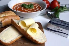 Vers stokbrood met gezouten boter en paprika-tomatensoep EEFSFOOD