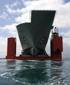 Ship Photos of The Day – LHD Heavy Lifting Down Under