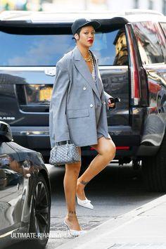 Rihanna Vogue, Rihanna Fenty Beauty, Rihanna News, Nyc Fashion, Fashion Photo, Street Fashion, Cute Comfy Outfits, Cool Outfits, Rihanna Street Style
