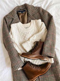 Look Fashion, Fashion Outfits, Fashion Flatlay, Fashion Clothes, Retro Mode, Elegantes Outfit, Winter Mode, Aesthetic Clothes, Aesthetic Outfit