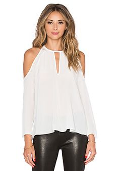 Shop for Amanda Uprichard Jasmine Top in Ivory at REVOLVE. Free day shipping and returns, 30 day price match guarantee. Look Fashion, Fashion Outfits, Womens Fashion, Cool Outfits, Casual Outfits, Summer Outfits, Amanda Uprichard, Shirt Bluse, Haute Hippie