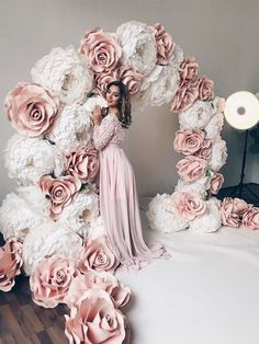 How To Make Huge Paper Flowers On Your Ho /Nice How To Make Huge Paper Flowers On Your Ho / Blush Pink Floating flowers for Wedding Backdrop Paper pom pom flowers weddings decorations flower wall Diy Wedding, Dream Wedding, Wedding Day, Wedding Stage, Trendy Wedding, Paper Flowers Wedding, Flower Wall Wedding, Wedding Paper, Giant Paper Flowers