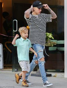 Justin Bieber and Jaxon Bieber Justin Bieber Outfits, Justin Bieber Style, Justin Bieber Pictures, Justin Bieber Fashion, Jaxon Bieber, Moda Retro, Zayn Malik, Street Wear, Man Style