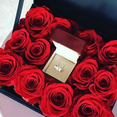 Gifts For Her – How to Really Impress Women on Any Budget – Page 8425601156 – Gift Ideas Anywhere Flower Box Gift, Flower Boxes, Valentines Gifts For Her, Be My Valentine, Romantic Surprise, Gift Bouquet, Romantic Gestures, Christmas Love, Red Roses