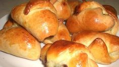 nutellové jsou neodolatelné Slovak Recipes, Hot Dog Buns, Nutella, Sweet Recipes, Bread, Cooking, Cake, Food, Coffee