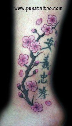Tatuaje rama flor de cerezo, Pupa Tattoo, Granada
