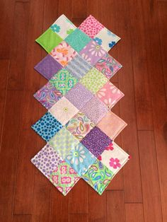 4 free patterns for quilted table runners napkins more project zigzag table runner sis watchthetrailerfo