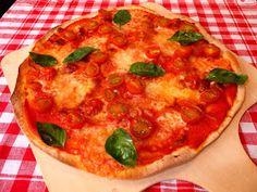 Pizza Margarita      Si hay una pizza que no falta en la carta de ninguna pizzería es la más sencilla, la Margarita.   Rojo del tomate,...