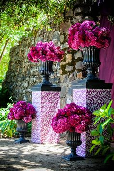 Michael Daigian Design, Black urns filled with hot pink flowers for the ceremony… Mod Wedding, Free Wedding, Purple Wedding, Floral Wedding, Wedding Colors, Wedding Ceremony, Wedding Flowers, Wedding Day, Baroque Wedding