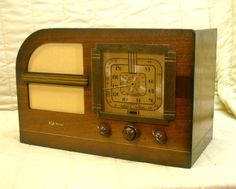 Old Antique Wood RCA Victor Vintage Tube Radio - Restored & Working Table Top
