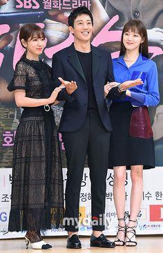 Weightlifting Fairy Kim Bok Joo Fanart, Lee Sung Kyung Doctors, Doctors Korean Drama, Kdrama, Alone Girl, Handsome Korean Actors, Park Shin Hye, Korean Beauty, Actors & Actresses