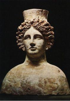 Tanit fue la diosa más importante de la mitología cartaginesa, la consorte de Baal y patrona de Cartago Época Romana)