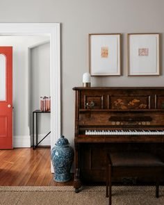 16 Contemporary Family Rooms That Are Both Grown-Up and Kid-Friendly - My Home Designs Hallway Paint Colors, Best Paint Colors, Wall Colors, Scandinavian Modern, Midcentury Modern, Interior Design Awards 2018, Contemporary Family Rooms, Cabinet D Architecture, Floating