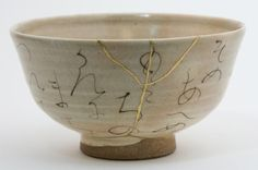 Chawan - Kintsugi (gold repair). Japanese pottery