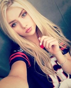 If you like your hairdo, there's no reason to agonize over making a s Beautiful Little Girls, Beautiful Girl Image, Beautiful Eyes, Most Beautiful Women, Stunning Women, Girl Face, Woman Face, Blonde Beauty, Hair Beauty