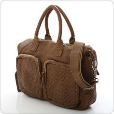 Wunderbar knautschige Ledertasche von CowboysBag mit aktuellem Flechtmuster.    Diese Tasche ist ein absolutes Muss. Eine schöne und ungemein lässige Tasche der neuen und innovativen Marke CowboysBag. CowboysBag, das ist cooles Taschen-Design aus Holland.