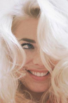 love dark brows with platinum hair- so monroe