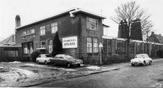 Fabriek van 'Hollandia Plate NV' (Hotelzilver) aan de Leeuwenhoekstraat 1970.