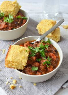 Vegan Pumpkin Chili! This spicy and savory stew is perfect for crisp evenings! Black beans and vegetables simmered in a rich pumpkin chili sauce. #Vegan & #Glutenfree   www.delishknowledge.com