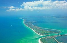 Wow! This aerial view is positively incredible...makes you want to book a Longboat Key vacation rental right away, huh?