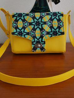 Sac Menuet en simili jaune et imprimé étoiles cousu par Marie-Odile - Patron Sacôtin