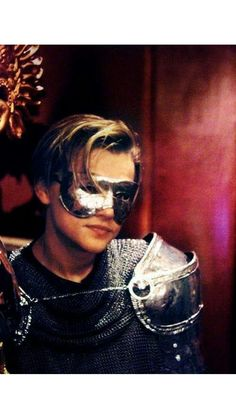 I LOVE HIM WEARING MASK ❤️❤️❤️ Leonardo Dicaprio Romeo, Beautiful Person, Beautiful Boys, Jake Sparrow, William Shakespeare, Leo And Kate, Leonardo Dicapro, Muse Art, Most Handsome Men