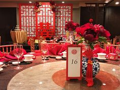 In Chinese weddings, blacks are usually taboo but with our dominating bright reds and gold, as well as Chinoiserie print porcelain vases and stage backdrop, the blacks added contrast and modernity to the oriental theme! Chinese Theme Parties, Asian Party Themes, Chinese Wedding Decor, Oriental Wedding, New Years Decorations, Wedding Decorations, Indoor Wedding Receptions, Tall Wedding Centerpieces, Rose Decor