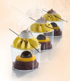 Desserts prepared by the master pastry chef Massimo Carnio with the new cups: they are stackable and come with a lid ideal for storage, display and take away service. More on https://goo.gl/TQpAGV