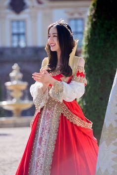 Stylish Girls Photos, Stylish Clothes For Women, Girl Photos, Stylish Outfits, Singer Fashion, Hijab Fashionista, Princess Pictures, Beautiful Chinese Girl, Chinese Actress