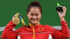 Gewichtheben: Deng Wei mit Weltrekord zum China-Gold  Gewichtheberin Deng Wei (23) hat Gold in der Klasse bis 63 kg gewonnen und dabei zwei Weltrekorde aufgestellt. Die Chinesin siegte mit 262 kg im Zweikampf und erzielte auch im Reißen mit 147 kg eine Weltbestmarke. Silber holte die Nordkoreanerin Choe Hyo-Sim (22/248), Bronze die Kasachin Karina Goritschewa (23/243). Deutsche Heberinnen waren für diese Gewichtsklasse nicht qualifiziert.