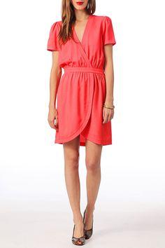 Vestidos color coral: gran tendencia para este verano - http://vestidosglam.com/vestidos-color-coral-gran-tendencia-para-este-verano/