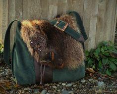 Sac à main  fourrure et suède recyclés, recycled leather women handbags, hand made par Trouloulou sur Etsy https://www.etsy.com/fr/listing/180287757/sac-a-main-fourrure-et-suede-recycles