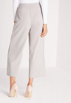 For the ultimate in smart work wear vibes, you need these wide legged pants in chic grey. These chill pants come in a flattering cropped leg and wide style, with lightweight material for easy wear. Pair with the matching long line jacket, a...