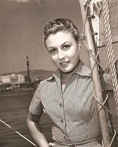 Lolita Sevilla (Sevilla, 20 de marzo de 1935 - Madrid, 16 de diciembre de 2013), cantante y actriz española.