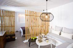 Κατασκευή σεπαρέ σε μονάδα ενοικιαζόμενων studio στη Μύκονο (http://almyraguesthouses.com)