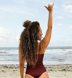 peinados para cabello rizado Rock N Roll for the beach with a beautiful human virgin kunky curly hair ! Curly Hair Updo, Kinky Curly Hair, Curly Hair Tips, Wavy Hair, Curly Hair Styles, Natural Hair Styles, Tumblr Curly Hair, Cute Curly Hair, Curly Hairstyles For Long Hair