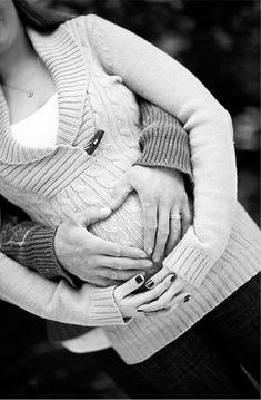 Trendy Ideas For Baby Announcement Winter Maternity Photo Shoot Christmas Pregnancy Photos, Cute Pregnancy Photos, Couple Pregnancy Photoshoot, Pregnancy Announcement Photos, Photoshoot Ideas, Pregnancy Memes, Pregnancy Bump, Winter Maternity Pictures, Outdoor Maternity Photos
