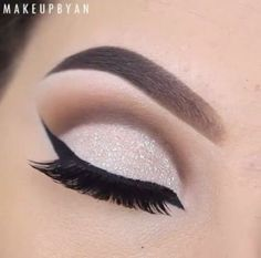 Most makeup tutorials we find are all glam and glamour, with the glitters, and sparkles. Now, we all love those makeup looks, but how about eye makeup tutorials that are wearable for everyday look? You no longer have to worry about what eye makeup. White Eye Makeup, Black And White Makeup, White Eyeshadow, Black Pink, Matte Black, Glitter Eyebrows, Glitter Eye Makeup, Eye Makeup Tips, Eyeshadow Makeup