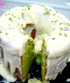 Bolo verde de limão. Brownie Cupcakes, Cupcake Cakes, Hulk Cupcakes, Portuguese Desserts, Cakes And More, Easy Desserts, Bagel, Nutella, Coffee Shop