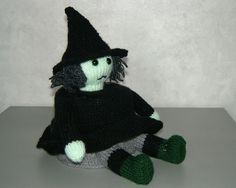 Toilet Roll Cover: The Wicked Witch - Pattern by Woolly Thoughts