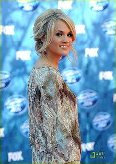 Always love all of Carrie's outfits! She is so beautiful and classy! Wish I could raid her closet!