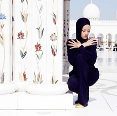 Rihanna Got Kicked Out of a Mosque in Abu Dhabi for Staging a Photo Shoot - Fashionista