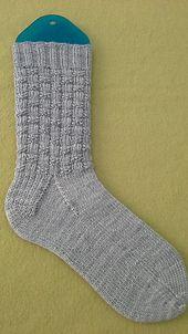 Ravelry: 'High Hopes' Sock pattern by Raquel Gaskell a free pattern - Photo Arm Knitting, Knitting Socks, Knit Socks, Summer Knitting, Knitting Videos, Christmas Knitting Patterns, Knitting Patterns Free, Free Pattern, Blue Sky Fibers