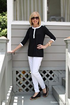 Black and white top from Covered Perfectly. #fashionover50 #coveredperfectly #women'sover50fashionstyles