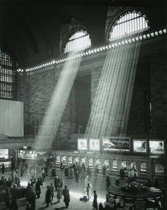 Brassai - 1957 Grand Central Station, New York . I LOVE this series of images! Photo D Art, Foto Art, Vintage Photography, Street Photography, Dramatic Photography, Classy Photography, Building Photography, Night Photography, Great Photos