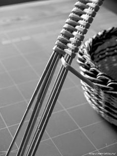 Плетение простых корзинок из газетных трубочек (8) (525x700, 157Kb)