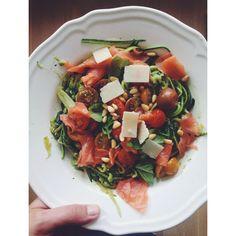 Zucchetti pesto tomato smoked salmon 'Sandra bekkari'